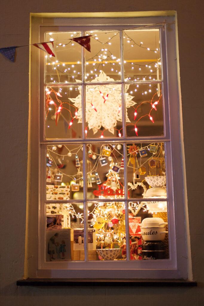 Beautiful festive window dispalys in Fowey at Fowey Christmas Market